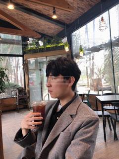 ワイングラスを持っている人の写真・画像素材[3102570]