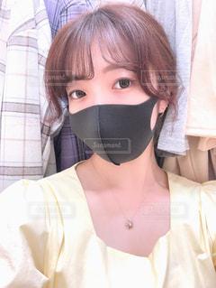 マスクをしている人のクローズアップの写真・画像素材[3232398]
