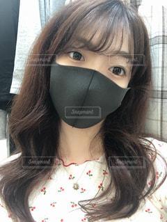 マスクをしている女の子のクローズアップの写真・画像素材[3249091]