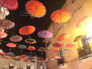 カラフルな傘の写真・画像素材[909165]