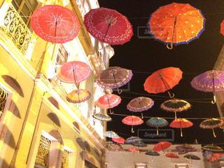 カラフルな傘の写真・画像素材[909166]