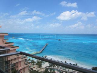 カンクンから見る カリブ海に浮かぶ海賊船の写真・画像素材[910845]