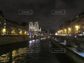 パリの夜 ノートルダム大聖堂の写真・画像素材[911379]