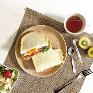 サンドイッチのランチ 上からの写真・画像素材[908888]