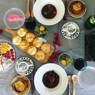 テーブルの上に食べ物の様々 なの写真・画像素材[909700]