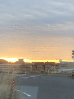 街の通り夕日が黄色の写真・画像素材[1736209]