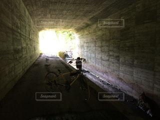 トンネルと自転車 - No.909753