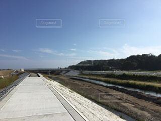 作り途中の堤防の写真・画像素材[909761]