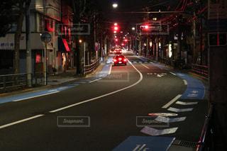 夜の街の景色の写真・画像素材[1053998]