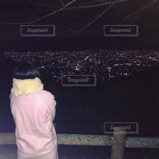 夜景を見てる女の子 - No.912596