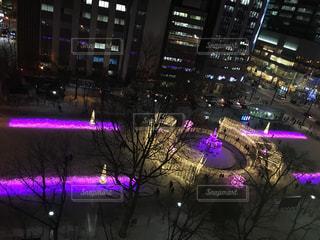 紫色の光の写真・画像素材[933964]
