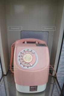 懐かしのピンク電話の写真・画像素材[1001092]