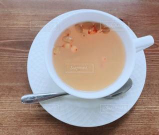 スープとテーブル スプーンのボウルの写真・画像素材[1839972]