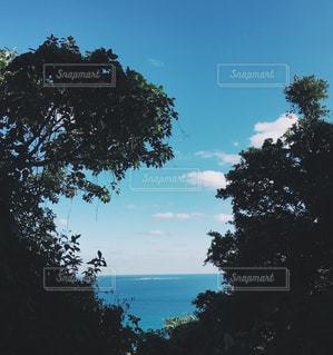 スピリチュアルな雰囲気漂う、海、空、島の写真・画像素材[939530]