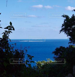 パワースポットである斎場御嶽から見た、神の島、久高島 - No.947689