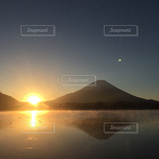 元旦富士山日の出の写真・画像素材[913344]