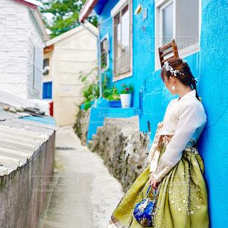 通りを歩く人の写真・画像素材[2339637]