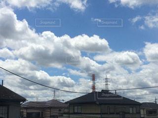 曇り空の家の写真・画像素材[920799]