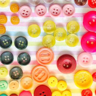 カラフルなボタンの写真・画像素材[918010]