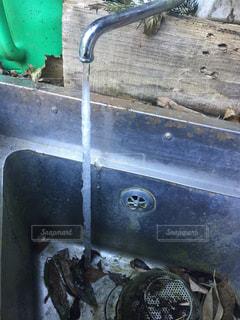 凍りついた水道の写真・画像素材[915703]
