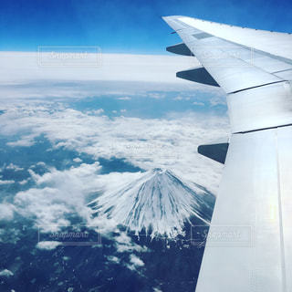 雪の覆われた山々 の景色の写真・画像素材[915206]
