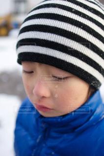 涙を流す少年 - No.924397