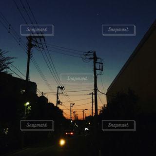 夕闇迫るの写真・画像素材[916007]