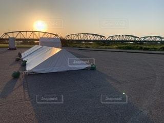 水の体に架かる橋の写真・画像素材[2198512]