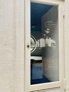 ドアを閉めるの写真・画像素材[2738313]