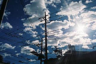 青空と電線の写真・画像素材[921390]