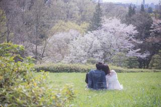 寄り添うカップルの写真・画像素材[1134964]