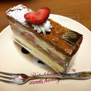 皿にチョコレート ケーキ - No.918284