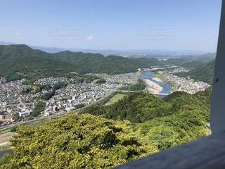 背景の大きな山のビューの写真・画像素材[1166648]