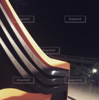 近くにギターのアップの写真・画像素材[920489]