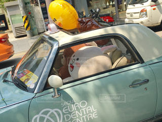 LINEキャラのラッピングカーの写真・画像素材[921270]