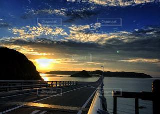 角島大橋と夕日の写真・画像素材[921609]