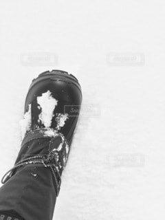 雪の中に立っている人の写真・画像素材[4000080]