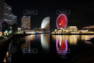水面に映る横浜の夜景の写真・画像素材[987260]