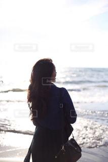 ビーチに立っている人 - No.921674