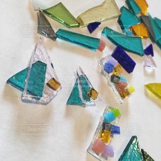 カラフルなガラスのカケラの写真・画像素材[921854]