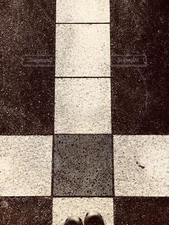 タイル張りの床のビューの写真・画像素材[922317]
