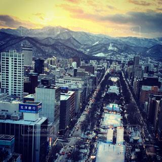 夕陽に映える大通りの写真・画像素材[922509]