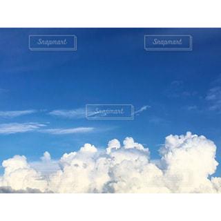空には雲のグループの写真・画像素材[923363]