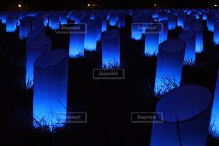 夜になると信号が点灯するの写真・画像素材[3702359]