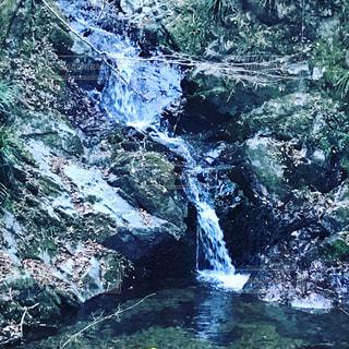 小さな滝の写真・画像素材[939741]