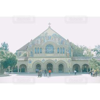 柔らかな光の中の教会の写真・画像素材[962830]