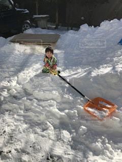 雪の中の子供の写真・画像素材[954817]