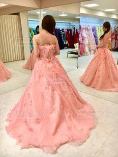 結婚式カラードレスの試着の写真・画像素材[983605]