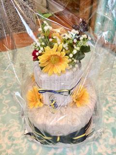 テーブルの上の花の花瓶の写真・画像素材[1116217]