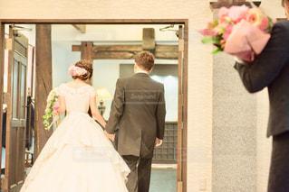 結婚式披露宴新郎新婦退場シーンの写真・画像素材[1154740]